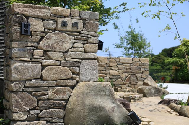 おしゃれなオリジナル書体の漢字テラコッタ表札村上